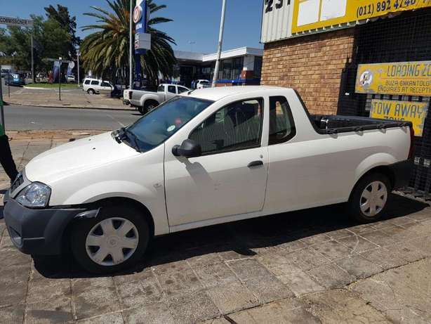 Nissan Np200 1.6 now Breaking for PARTS Johannesburg - image 1