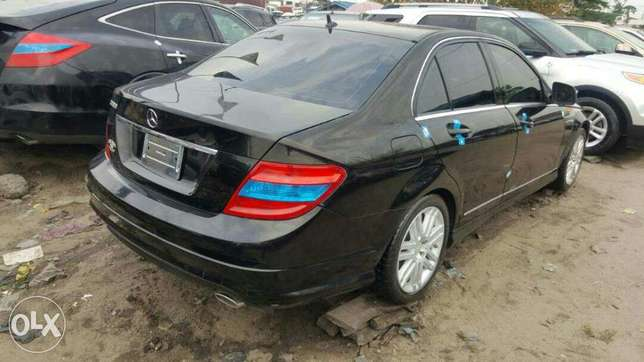 Foreign used 2009 Mercedes Benz C300. Direct tokunbo Apapa - image 5