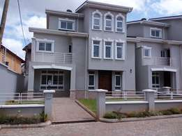 Most attractive Townhouse 5bedrooms all ensuite plus family room, Dsq.