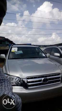 Super clean tokunbo highlander 07 Lagos Mainland - image 1