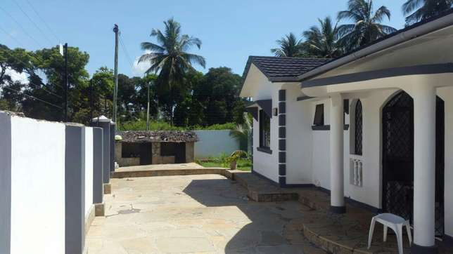 Excellent 3 bedroom bungalow for sale Mtwapa - image 4
