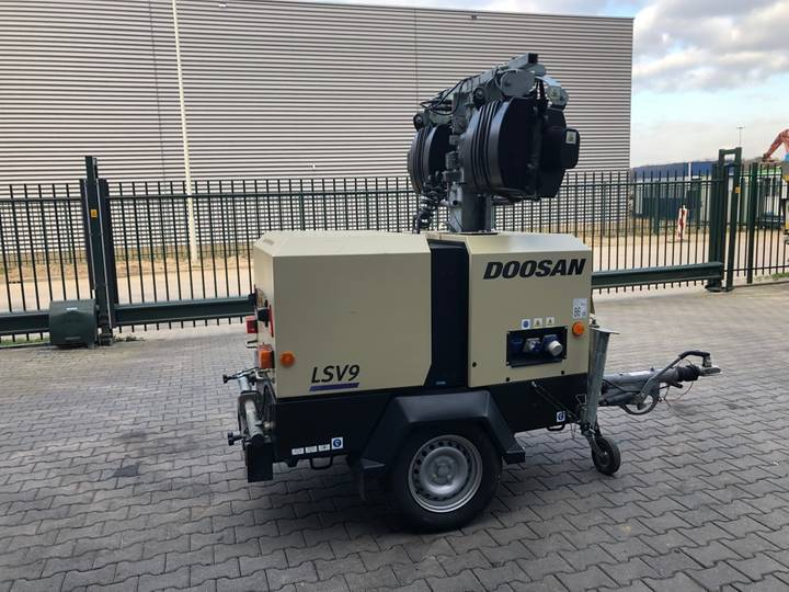 Doosan LSV 9 light tower - 2015 - image 2