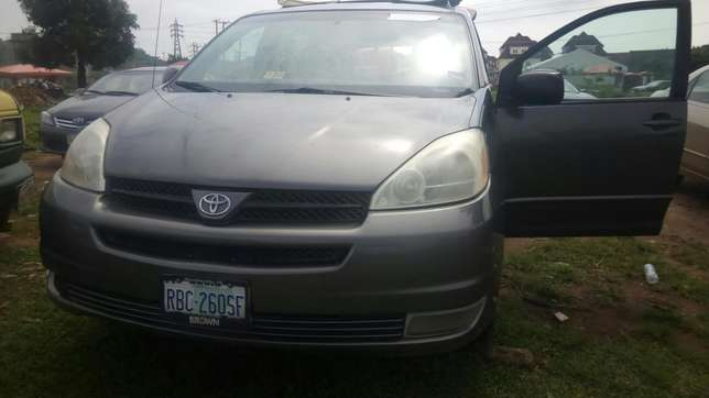 Toyota Sienna (2005) Wuse - image 3
