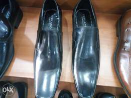 Louis vuiton office shoes made in italy black all sizes available