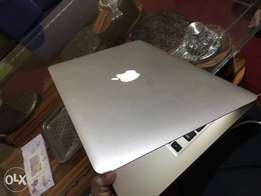 MacBook Air core i5 4gb 128gb Ssd 13inch 3rd gen