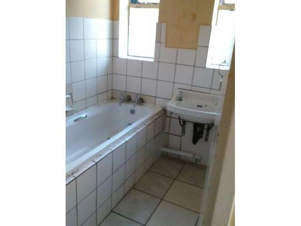 Spacious 2 Bedroom Flat for sale PRICE REDUCED!!! Kempton Park - image 4