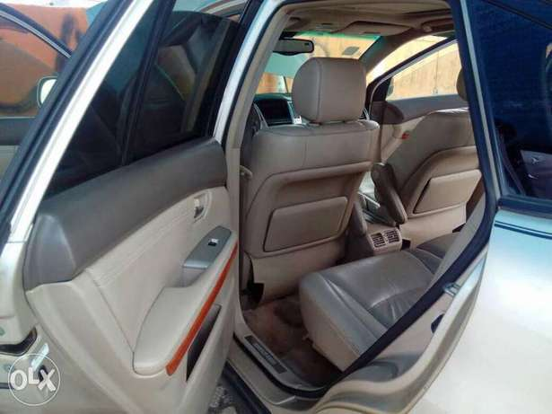 Neatly used Lexus 330, 2008 model Lagos Mainland - image 5