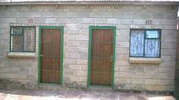 Outside room with own bathroom to rent (R850.00 water & elec incl)