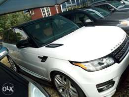 Range Rover sport 2015. Extremely clean