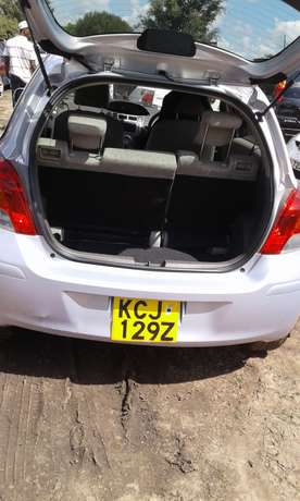 very smart vitz car lady owner Nairobi CBD - image 6
