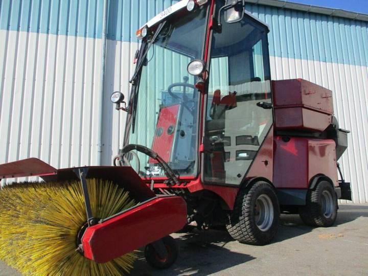Stiga VPM 3400 sweeper + salt spreader john deere,  gritter - 2010