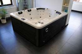 Jacuzzi Hot Tubs From 5 to 8 Seater For Sale