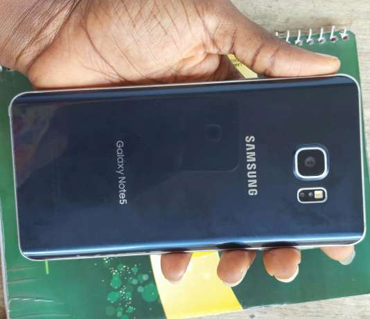 Samsung Galaxy Note 5 slightly used shs (28000) City Centre - image 2