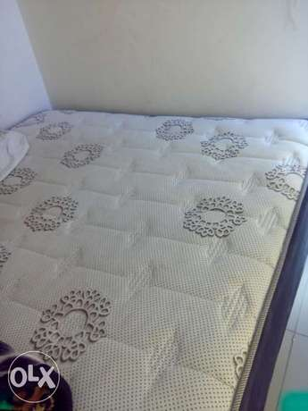 Queen bed for R1000 rand only Benoni - image 1