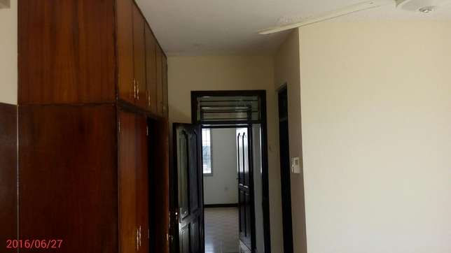 Medium spacious 3 bedroom apartment with 4 tenants only in the compou Nyali - image 7
