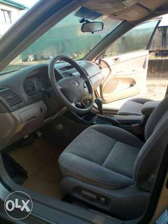 Tokunbo 2004 Toyota Camry Big Daddy LE Festac Town - image 2