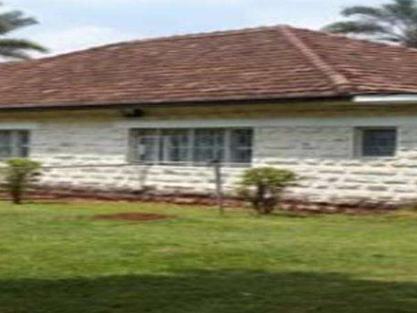Ngong Road Own Compound House on Half acre Ideal for Office or Church Nairobi CBD - image 1