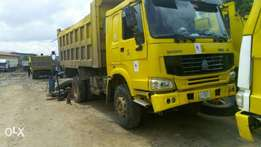 Howo Sino Tipper Truck with 10 Tires
