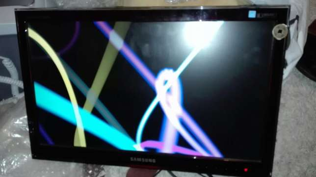 20inch LCD Screen with wall bracket. 500r Mowbray - image 7