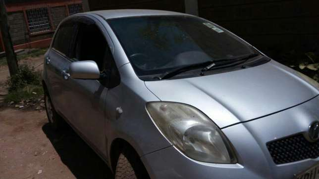 Fair price new shape Toyota Vitz on quick sell just buy and drive Nairobi CBD - image 2