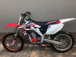 2007 Honda CRF 250 R twin pipe in very good condition
