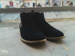Chelsea ankle boots in black suede