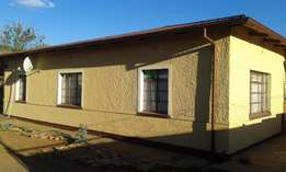 3 bedroom house to share in west end, kimberley