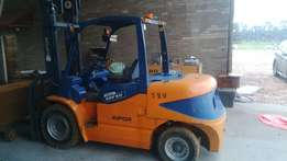 Forklift R260,000 negotiable