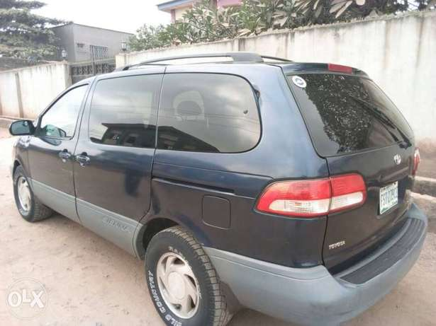 ADORABLE MOTORS: A crispy clean & sound 2002 Toyota Sienna for sale Lagos Mainland - image 1