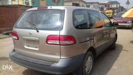 Super clean 2003 model Toyota sienna for sale
