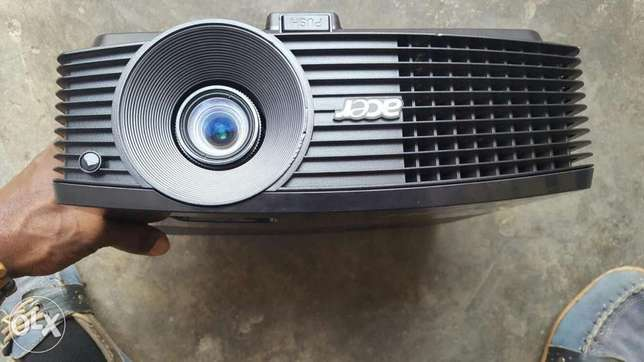 HDMI Acer 4000 Lums Projector P50205 Lagos Mainland - image 1
