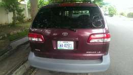 Toyota Sienna 2001 for sale.