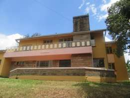 Lovely 5 Bedroom Commercial Property in Lavington