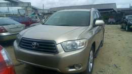 fresh and very clean and neat toyota highlander