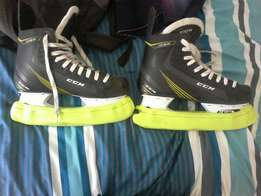 Size 9 ice skates urgent sale!!! Selling today to best offer