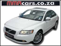 2009 VOLVO S40 2.0D WITH SUNROOF R129,890.00