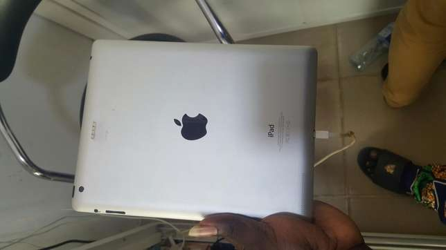 Ipad 4 32gb wifi only Ikeja - image 2