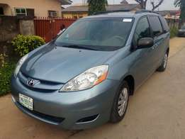 Best of its kind Toyota Sienna 2006 at 1.9m