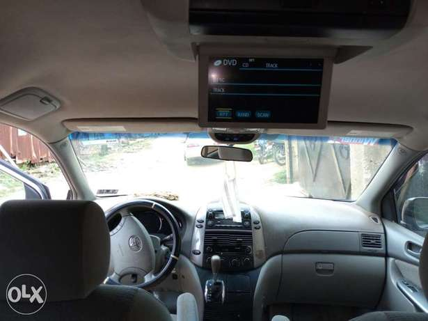 A very clean 2006 Toyota Sienna XLE Osogbo - image 3