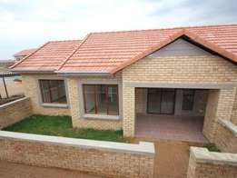Randpark ridge, 2 bed 2 bath petfriendly simplex - available 1 May