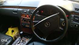Mercedes Benz E200,1998,very clean