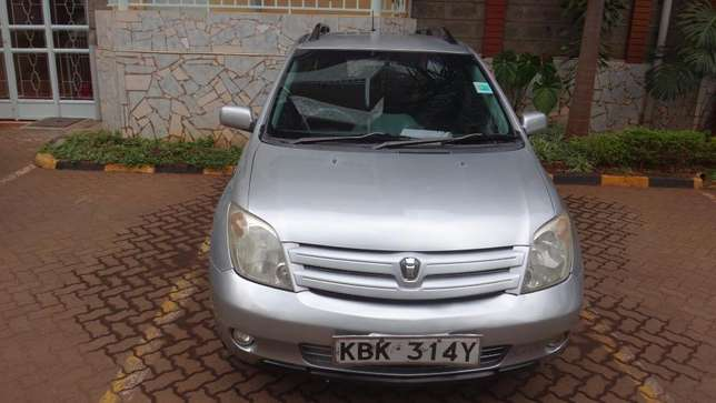 Silver Toyota IST excellent condition Westlands - image 2