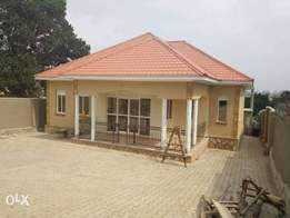 Kyaliwajala, attractive 4bedroom home for fast sale at 286m