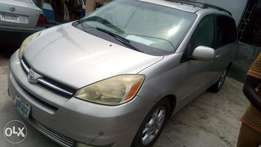 2005 firstbody Toyota sienna with factory chilling AC