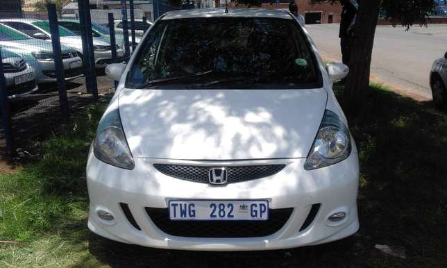 Honda Jazz 1.5 2006 Model 5 Doors Colour White Factory A/C & C/D Play Johannesburg - image 1