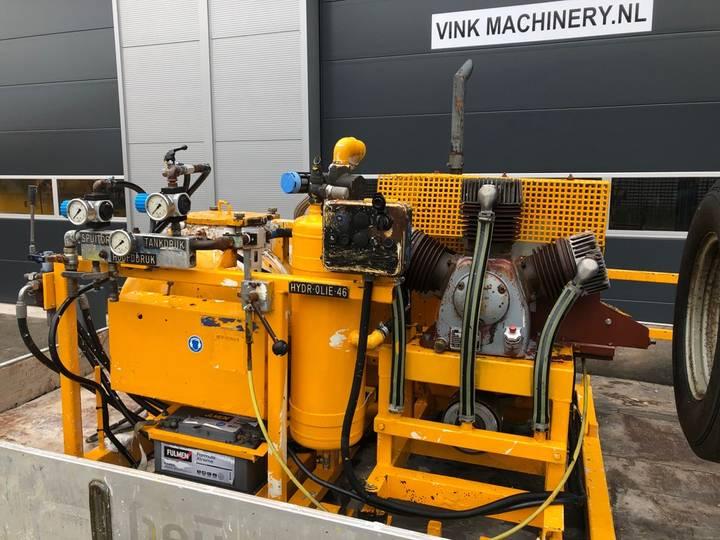 Hoffmann Wegmarkering machine - image 6