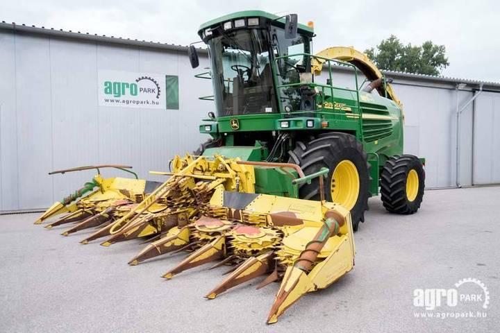 John Deere 7500 (2241/3559 Hours) 6 M Row Independent Corn He - 2004