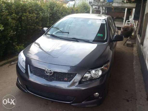 A very clean Tokunbo 2009 Toyota Corolla Sport Silver colour, Suru Lere - image 6