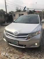 Super sharp clean title 2010 registered Toyota venza fulloption