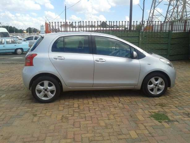 2008 Toyota Yaris T3 Automatic For Sale R70000 Is Available Benoni - image 2